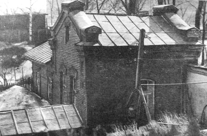 Здание водокачки на берегу р.Чепцы, где размещалась подпольная типография социал-демократов в 1905-1907 гг. Фото 1988 г.