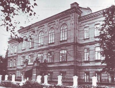 Женская гимназия в г. Сарапуле. 1902 - 1904 г.  Архитектор Чарушин И.А.