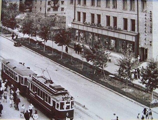 Старый Детский мир на пересечении улиц Коммунаров и Ленина Ижевск г. 60-е годы.