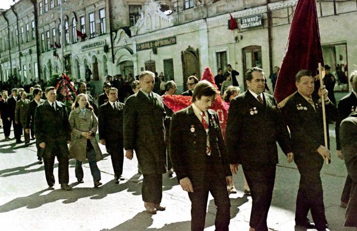 Демонстрация трудящихся. Сарапул.