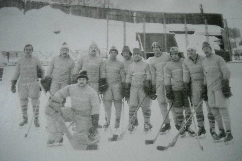 Хоккейная команда ДСО Труд. Глазов 70-е годы.