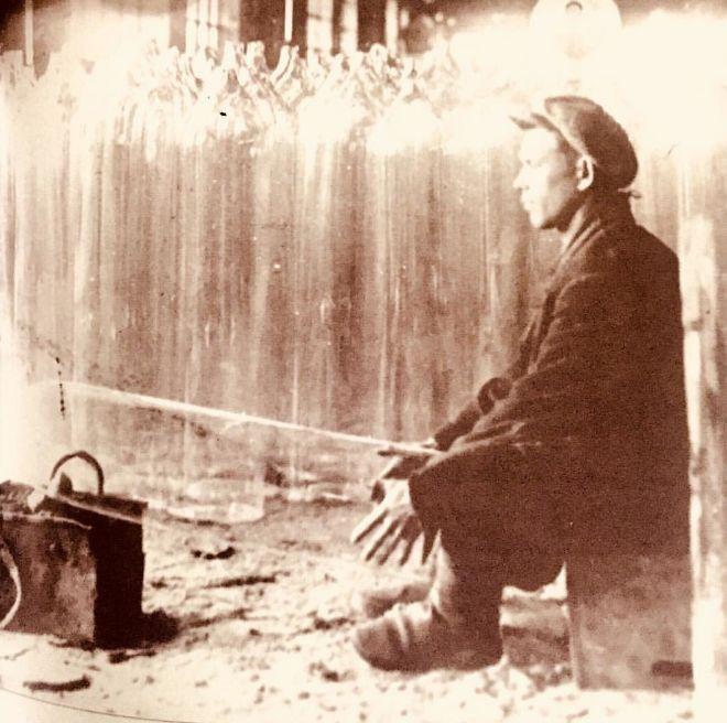 На фото: резчик халяв в Сюгинском заводе (город Можга).