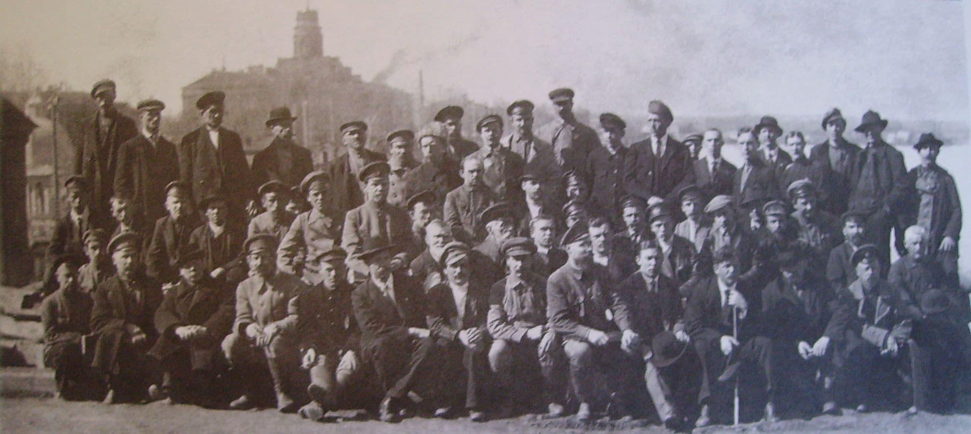 Работники Ижевского оружейного и сталеделательного заводов, Ижевск. 1909 г.