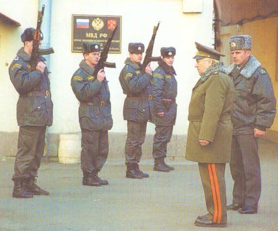 На встрече с бойцами ОМОН. Санк-Петербург. 1999 г. Фото М.Дегтярева.