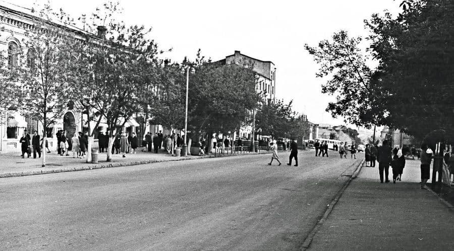Улица Горького весной 1964 года. Ижевск.
