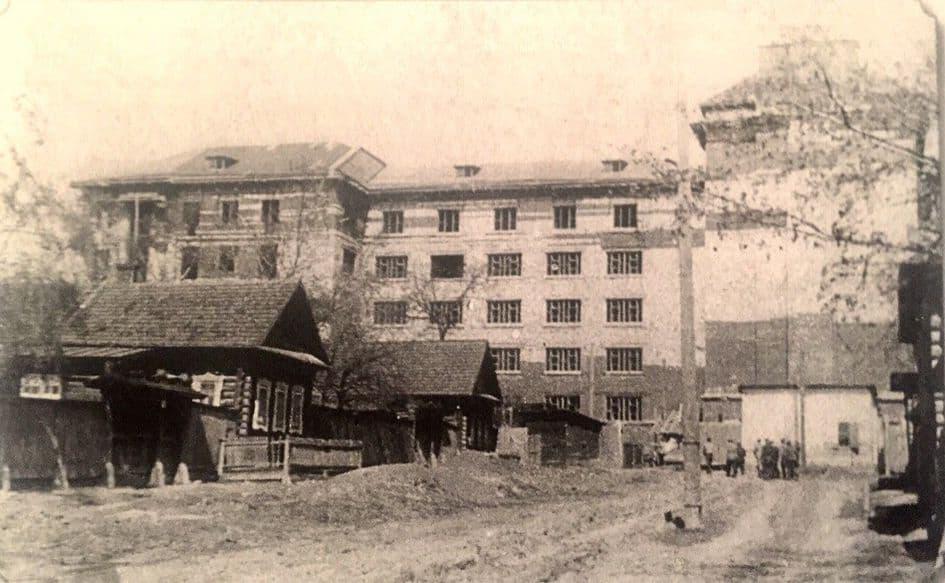 Строительство здания медицинского института. Ижевск. Фото: из книги С.Н. Селивановского - Старый Ижевск.