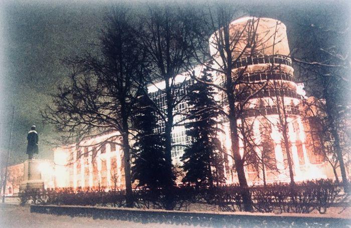 """Национальный банк Удмуртской Республики Фото: 2001 год, из книги А. А. Александрова """"Первомайский район""""."""