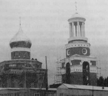Якшур-Бодья. Храм в честь Св.Николая. Приход открыт в 1861 г. Неоклассицизм - неорусский стиль. В 1999 на колокольню поднят колокол весом 2,5 тонны. Меценат В.Г.Хорошавцев.