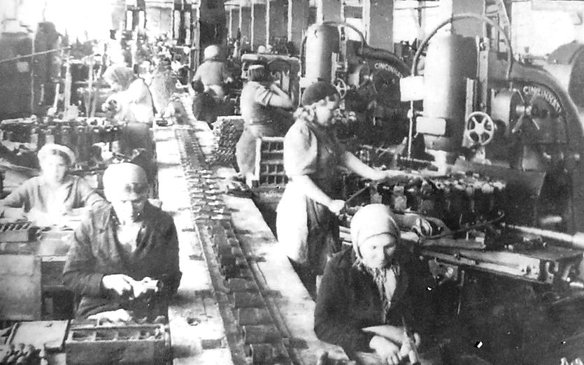Цех Ижевского машзавода по изготовлению ствольных коробок винтовки.