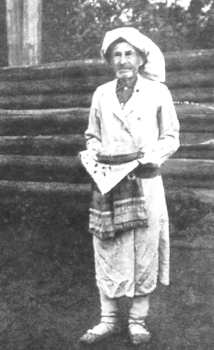 Жрец в ритуальных одеждах. Удмурты.