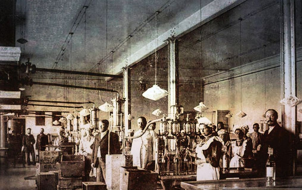 Сарапул. Водочный цех. 1900 г. Фото отреставрировано Николаем Глуховым. Удмуртия.