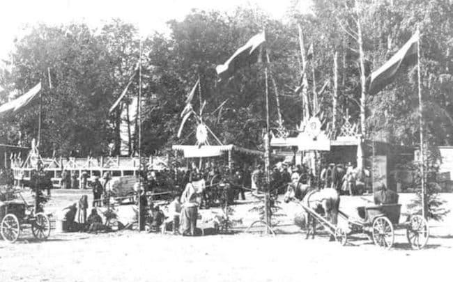 Сельскохозяйственная выставка на Сенной площади Ижевска 10 июля 1914 года. Фотокаталог ЦДНИ УР.