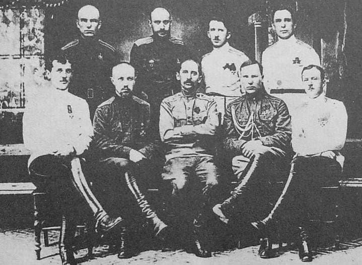 Командный состав Ижевско-Воткинской дивизии. 1918.  В центре - генерал-майор Молчанов В.М.