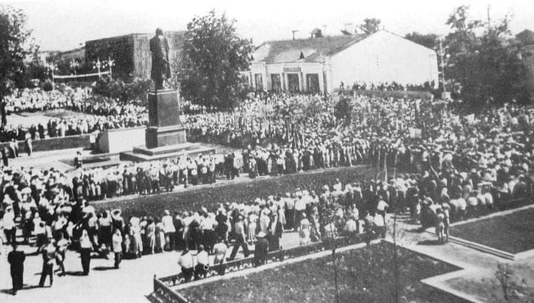Открытие памятника В.И.Ленину в Ижевске. Июнь 1958 г.