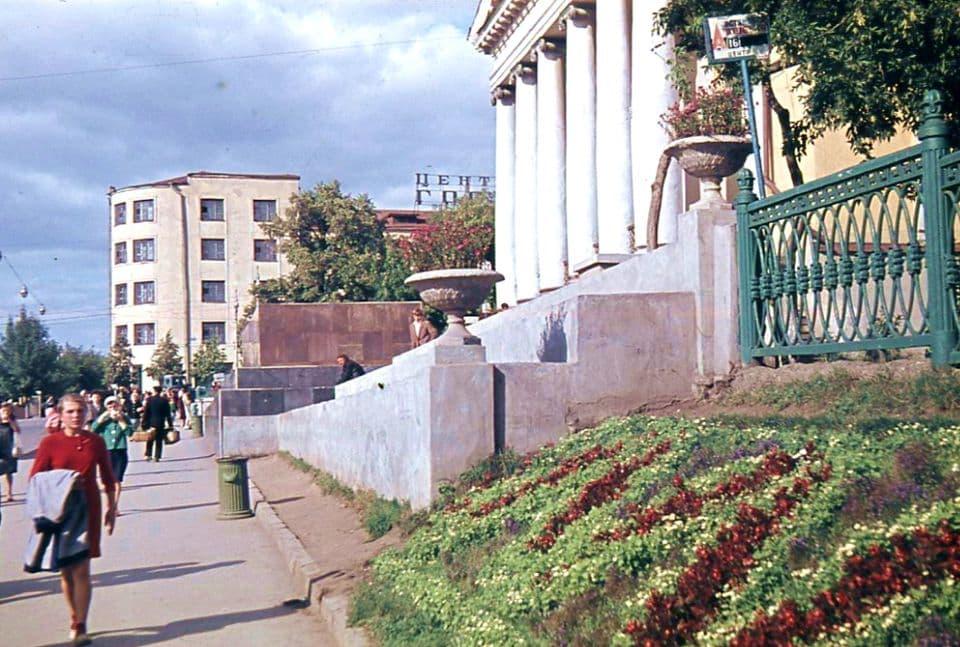 Кинотеатр Колосс. Ижевск. 1963 г.
