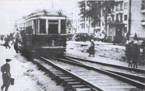 Первый трамвай по улице К. Маркса от Вятского переулка до Воткинской ж/д линии. 18 ноября 1935 года.