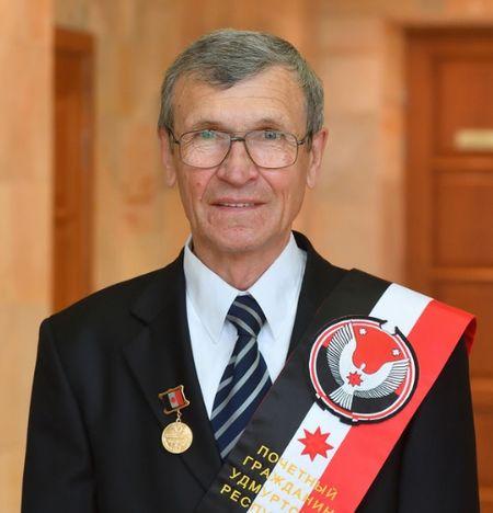 Гольцов Владимир Гаврилович - легендарныйо автогонщик, победитель ралли-марафона «Париж-Дакар», почетный гражданин Удмуртской Республики.
