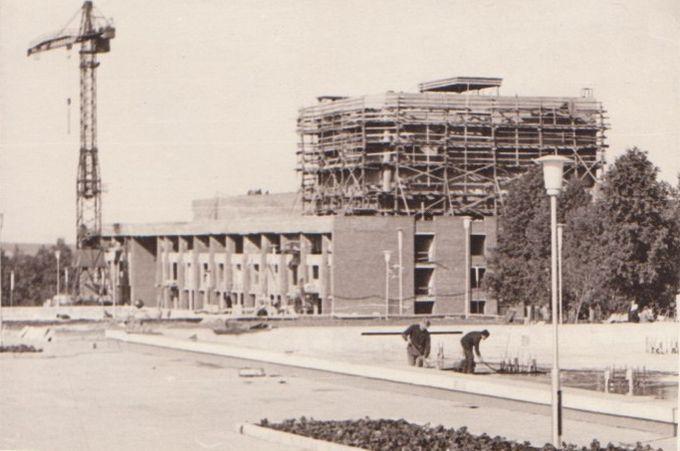 Строительство ДК Металлург, середина 1970-х.. Ижевск.