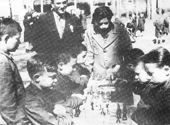 Воспитанники Каракулинского детского дома. 1940-е гг. Удмуртия.