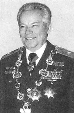 Калашников Михаил Тимофеевич - генерал-лейтенант.