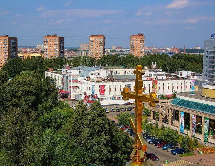 ЦУМ и 14-этажки. С высоты колокольни СВЯТО-МИХАЙЛОВСКОГО СОБОРА. 2017 год.