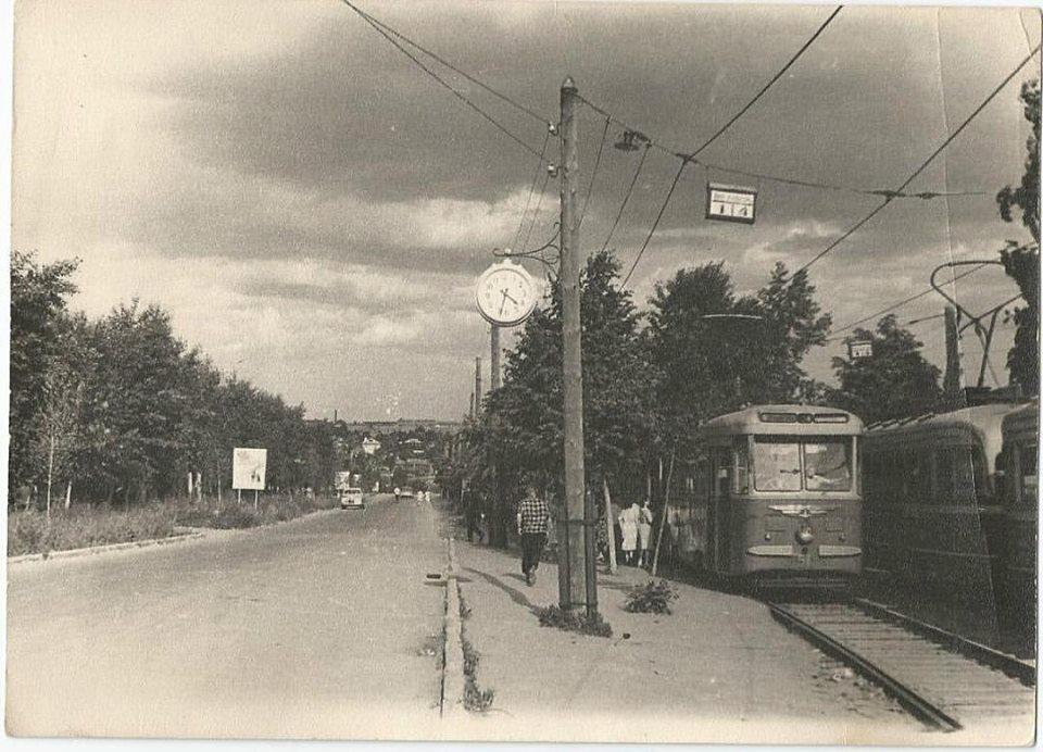 """Остановка трамвая """"Парк им. Кирова"""" 1965 год. Ижевск."""