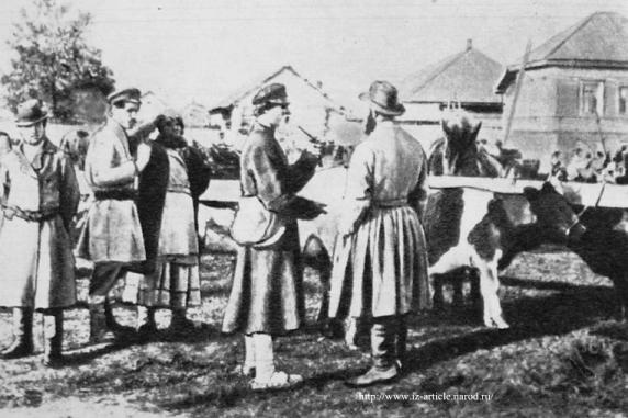Дореволюционный Глазов. Скотный базар. Снимок 1910 г.