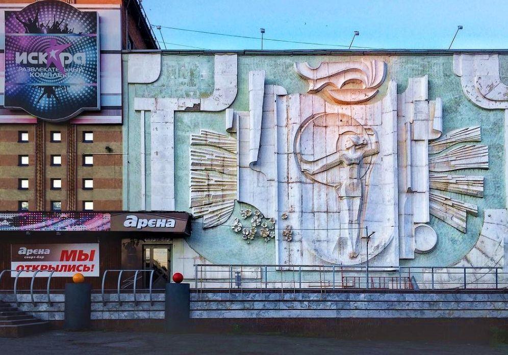 Панно, барельеф «Юность» создан в начале 1980-х.