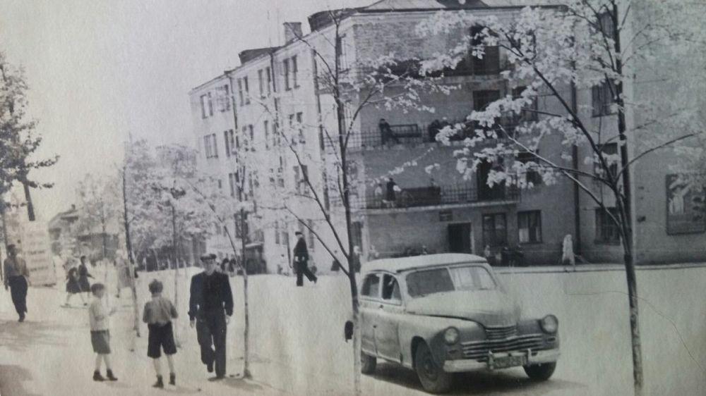 Ул. Красная 131. Ижевск. 1954 год.  Угол улиц Красной и Труда (Ленина).