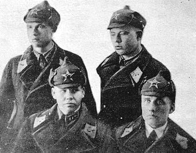Группа молодых офицеров. В первом ряду слева Евдокимов Г.П.