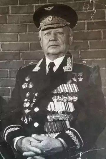Дважды Герой Советского Союза летчик Кунгурцев Евгений Максимович..