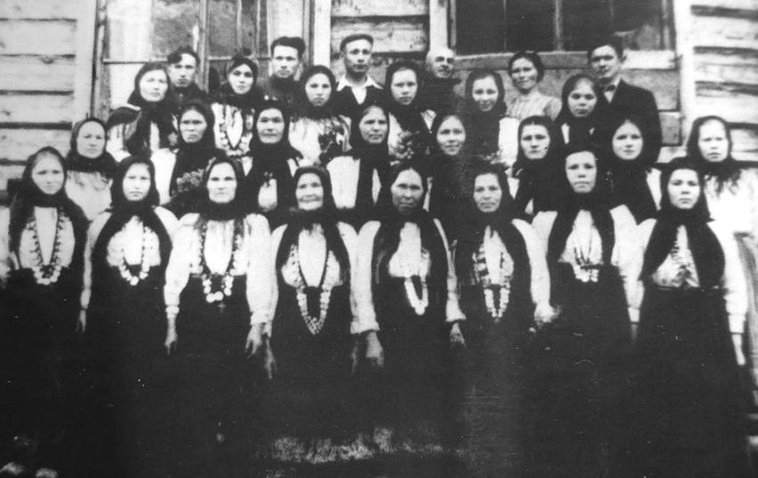 Участники хора деревни Быги. УАССР. Шарканский район. 1950 год.