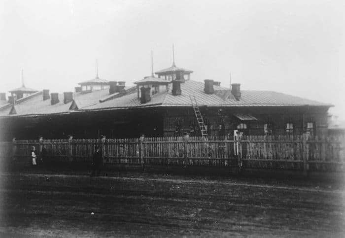 Земская больница в Ижевске, построена в 1900 году на Седьмой улице (ныне улица Свободы). Фото: начало 20 века, ЦГА УР.