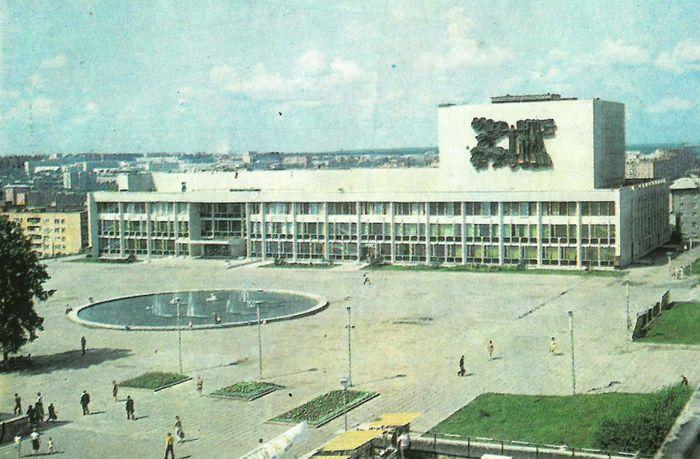 """Дворец Культуры """"Металлург"""". Устинов. 1982 год."""