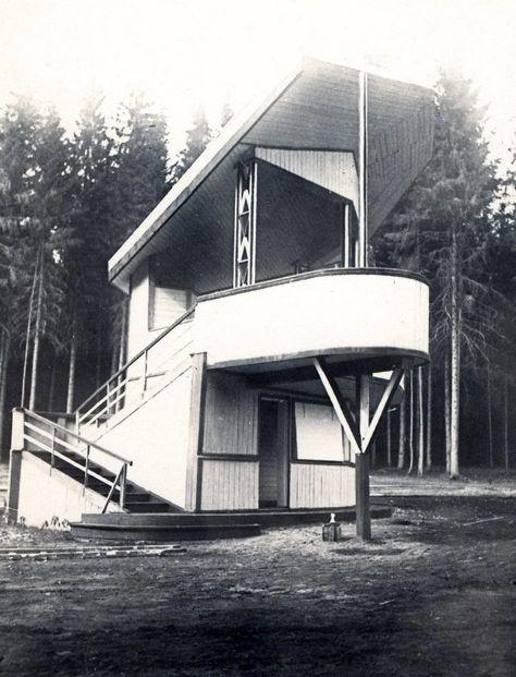 Фото деревянного павильона от архитектора Коробова в конце центральной аллеи Парка Кирова. Фото С.Н.Кошурникова, 1937 год. Ижевск.