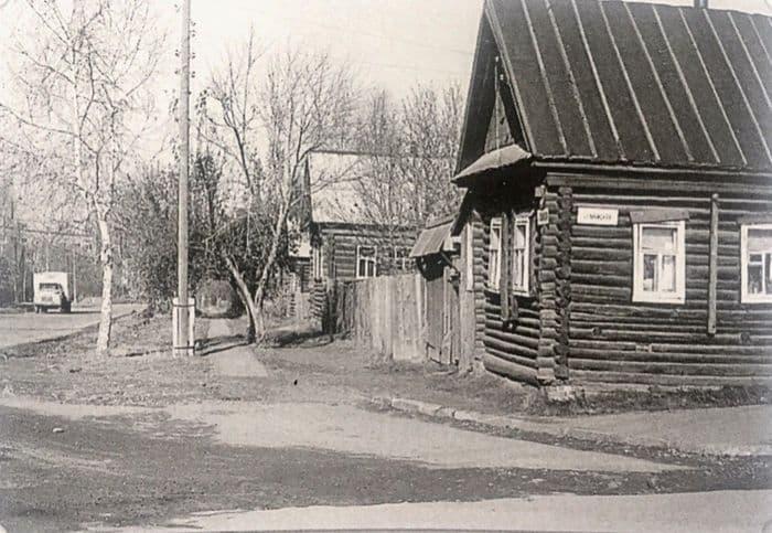 Угол улиц Майской и Пушкинской. Вид на север. Фото: 1972 год