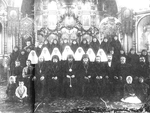 Духовенство Ильинской церкви. Снимок начала 20 века. Ижевск.