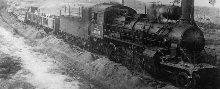 Выгрузка балласта на строительстве железной дороги Ижевск-Балезино.