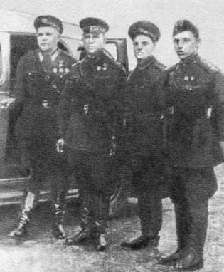 Встреча в Ленинграде  Пислегина В.К.  с известным лётчиком Водопьяновым М.В. 1940 г.