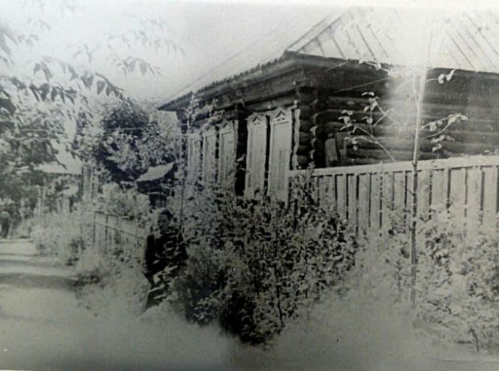 Улица Милиционная. Ижевск. Дом-пятистенок с 4-скатной крышей. Фото: 1970-е гг.