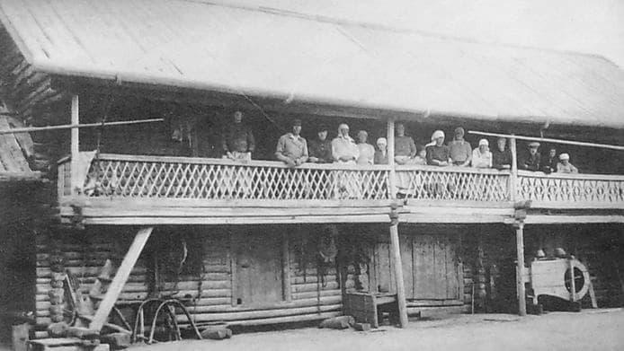 Двухэтажный кенос. Фото 1930 года.  Фото удмуртов.