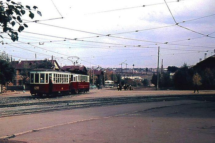 Поворот с улицы Ленина на улицу Орджоникидзе. Трамвай. Ижевск.