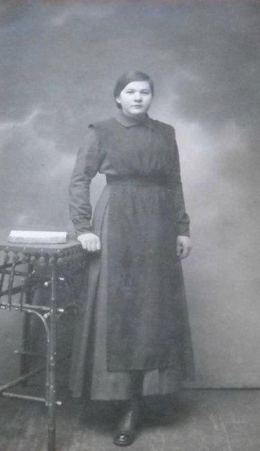 Выпускница женской гимназии. 1917 год Глазов.