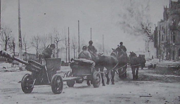 Артиллеристы 174-го ОИПТД на марше (Польша)