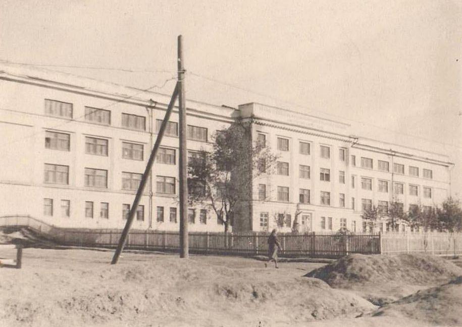 Удмуртский государственный педагогический институт (фото с перекрёстка Красногеройской / Ломоносова). Фото 1945-50