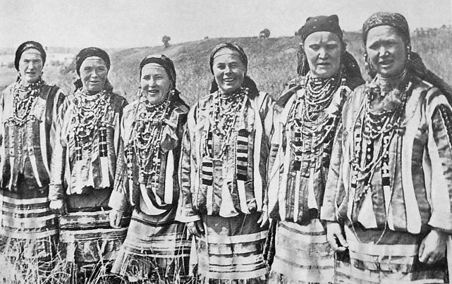 Удмуртский костюм крестьянки северной Удмуртии. Удмуртская народная одежда.