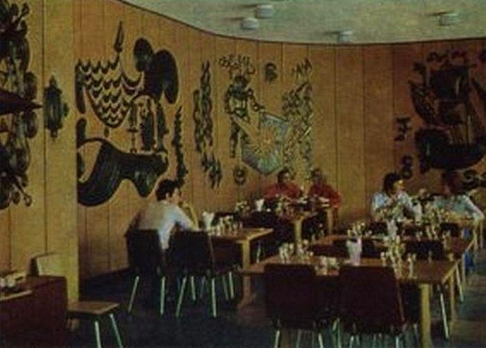 """Интерьер кафе """"Бригантина"""", 1980-е годы."""