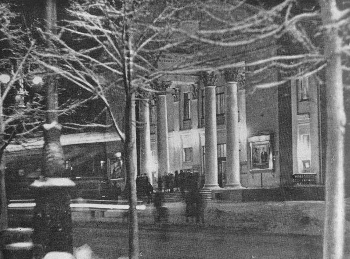 """Кинотеатр Дружба. Фото из книги """"Ижевск"""" 1963."""