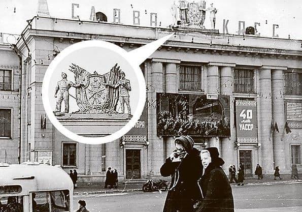 Статуи на крыше ДК Машиностроителей. Композиция Триумф Победы. Автор воткинский скульптор Михаил Тутынин. Ижевск