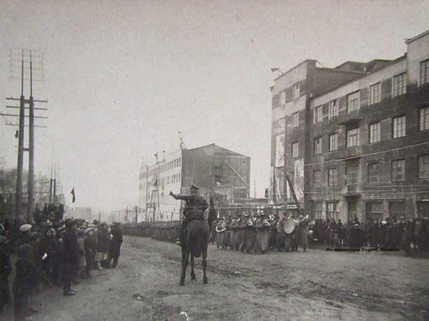 1933 год. Военный парад на улице Советской в Ижевске.